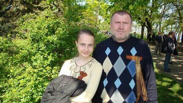 """O poeta Vadim Negaturov (em cirílico: ВАДИМ НЕГАТУРОВ) conhecido popularmente como """"Katyn""""."""
