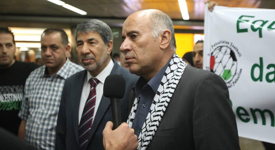 O presidente da Federação Palestina de Futebol, Jibril Rajub, e o embaixador da Palestina no Brasil, Ibrahim Alzeben.