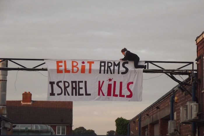 protester-hangs-elbit-arms-israel-kills-at-shutdown-elbit-factory-in-birmingham-the-factory-produces-drone-engines-which-are-exported-to-israel-and-used-over-gaza