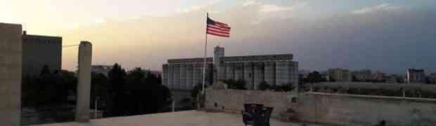 Soldados estadunidenses hastearam a bandeira dos EUA em solo sírio