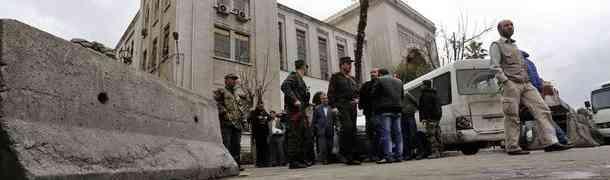 Ataque suicida contra Palácio de Justiça da Síria deixa pelo menos 30 mortos e 60 feridos em Damasco