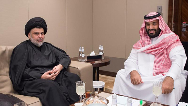 Imagem: O líder xiita Muqtada al-Sadr reúne-se com o príncipe coroado da Arábia Saudita Mohammed bin Salman em Jedá, Arábia Saudita, dia 20/7/2017. Foto: Reuters via Bandar Algaloud/Cortesia da Real Corte Saudita